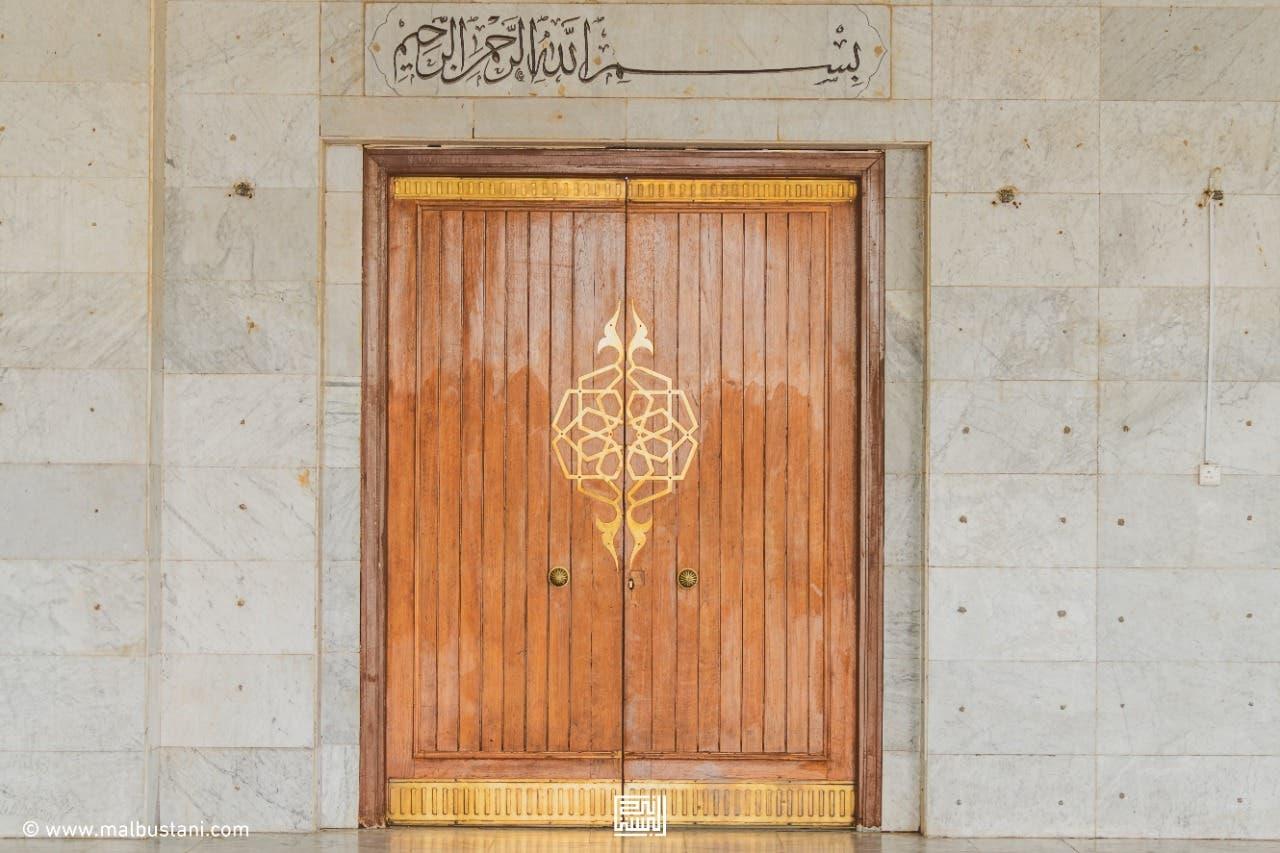 أحد ابواب المسجد