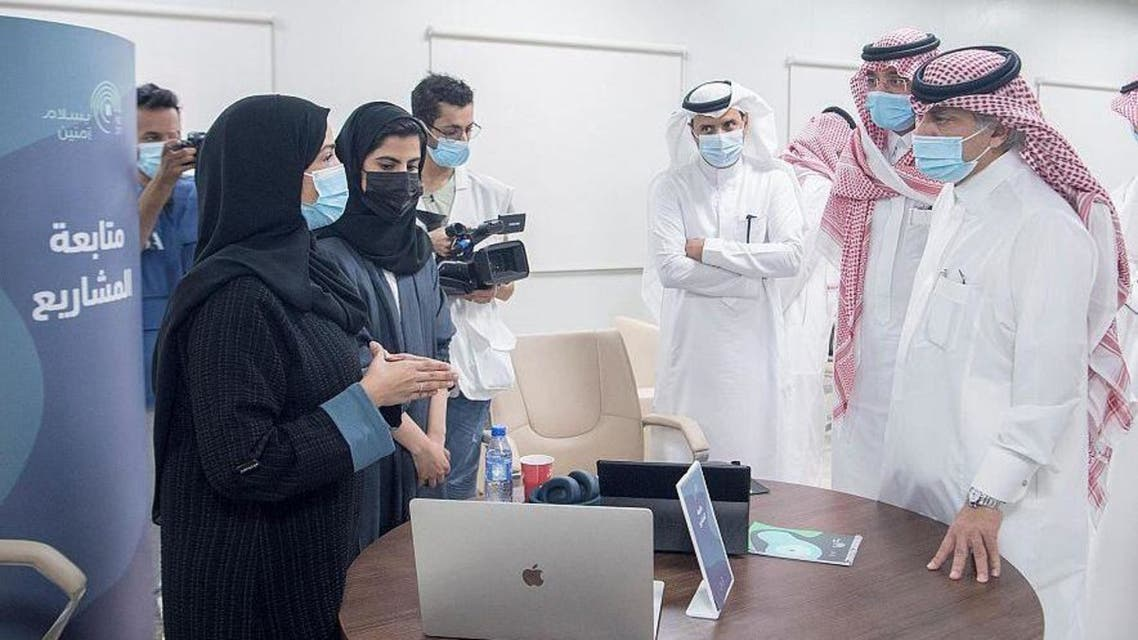 Acting minister of media inspects media centers participating in covering Hajj rituals. (SPA)