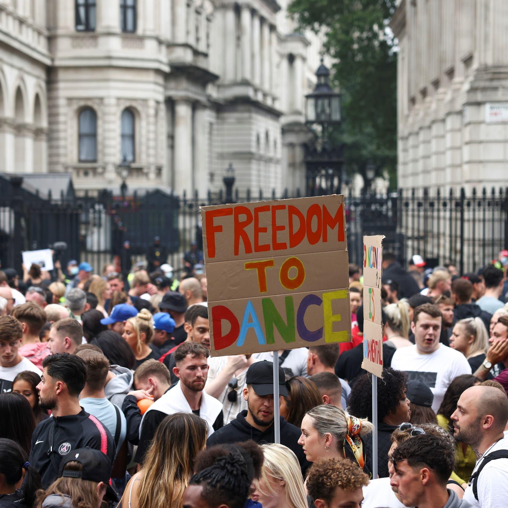 """بريطانيا تستعد لـ""""يوم الحرية""""..رفع قيود كورونا رغم استمرار الوباء"""