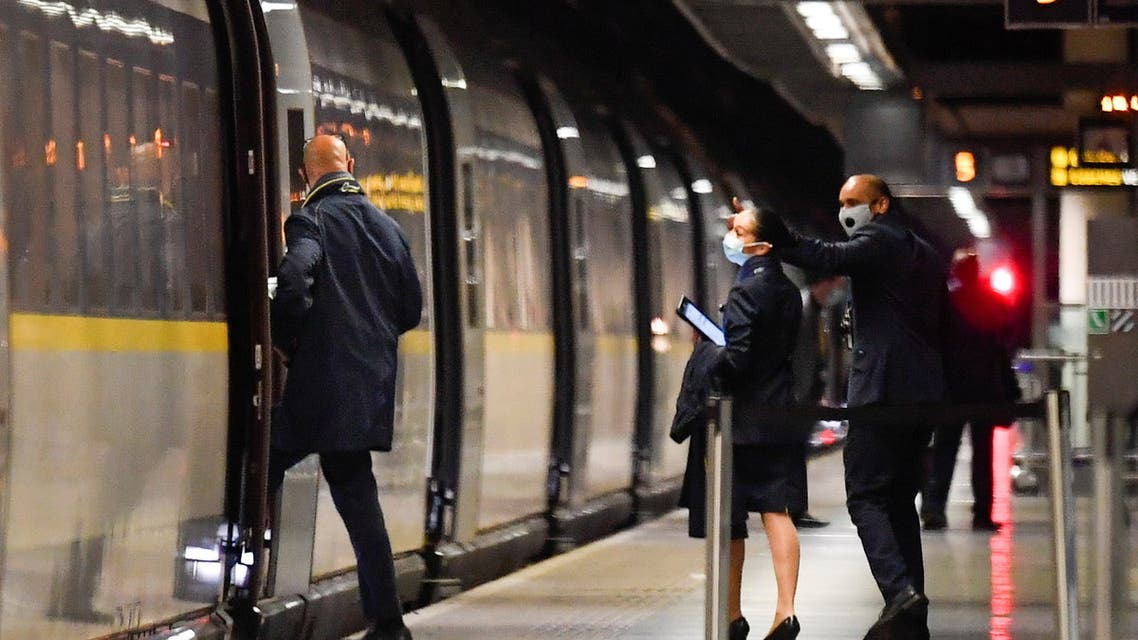 Train staff boards the last scheduled Eurostar train from London to Paris ahead of travel restrictions imposed by the French government on the UK, amid the coronavirus disease (COVID-19) pandemic, in London, Britain December 20, 2020. REUTERS/Toby Melville
