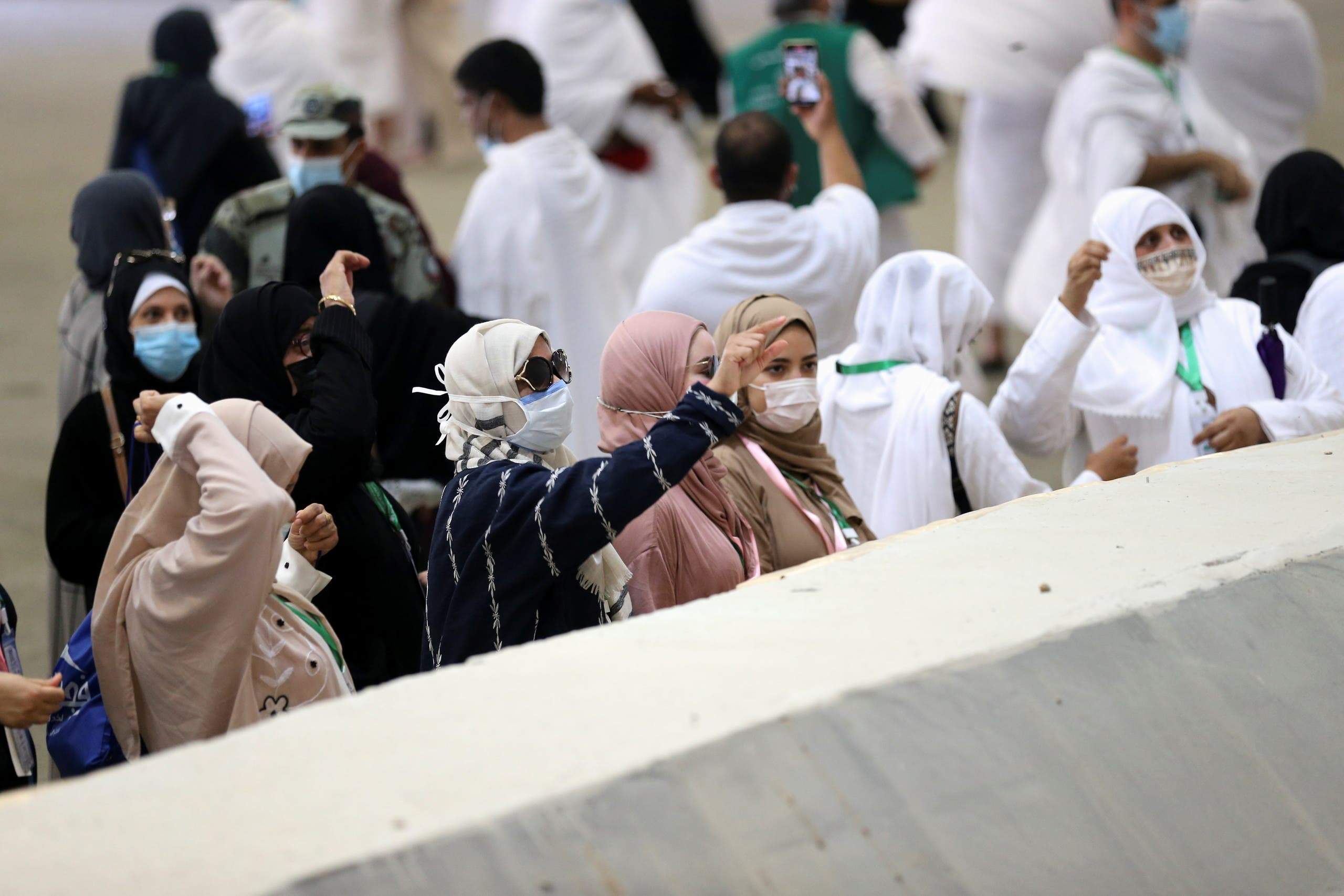 Muslim pilgrims cast stones at a pillar symbolizing Satan during the annual Haj pilgrimage, amid the coronavirus disease (COVID-19) pandemic, in Mina, near the holy city of Mecca, Saudi Arabia, July 20, 2021. (Reuters)