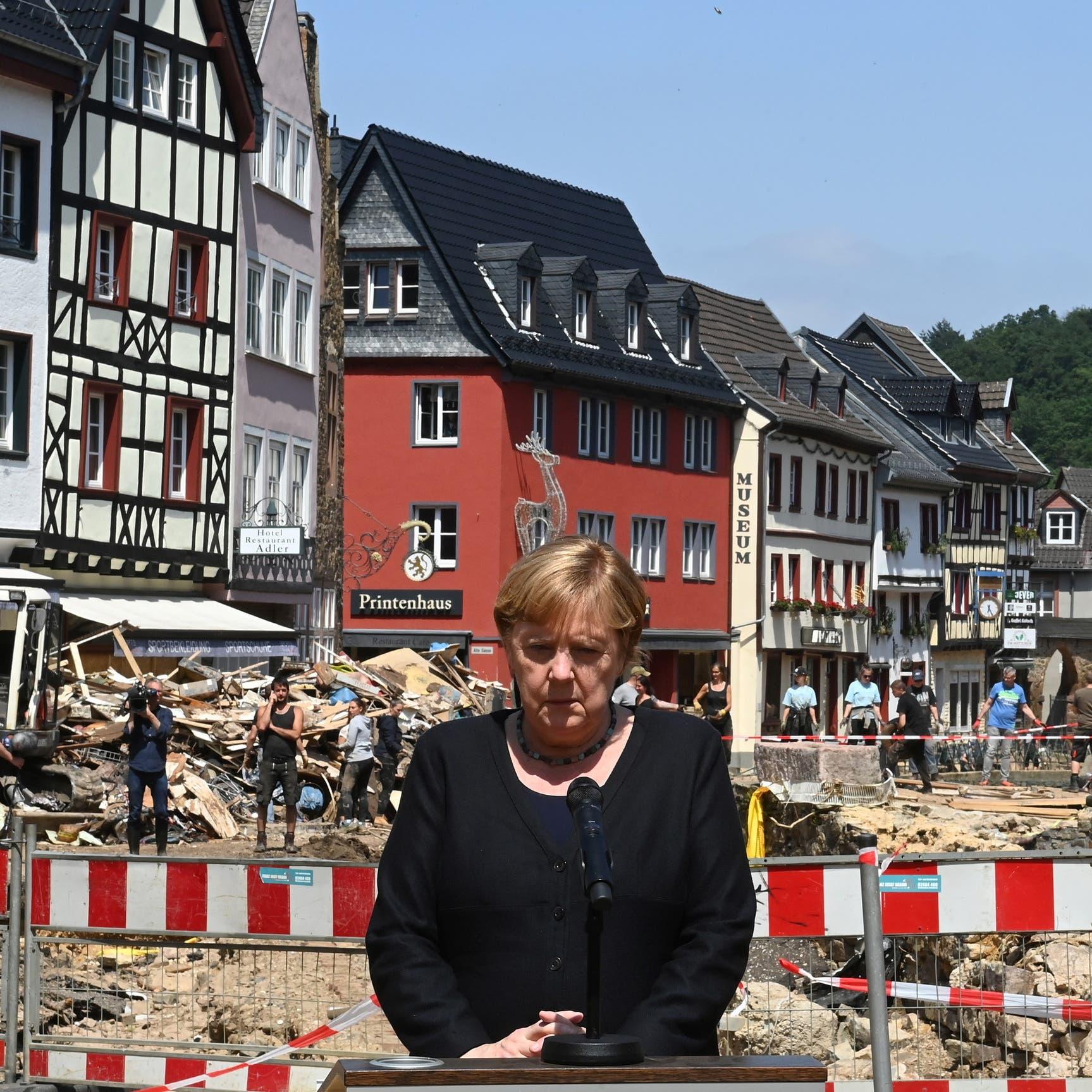 """دمار الفيضانات """"يحاصر"""" الحكومة الألمانية المتهمة بالتقاعس"""