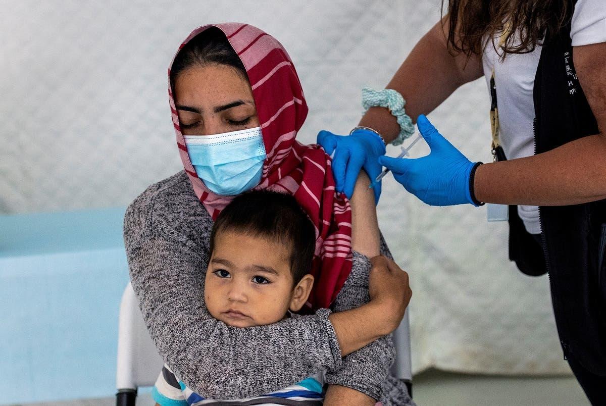 من حملة تطعيم اللاجئين في اليونان