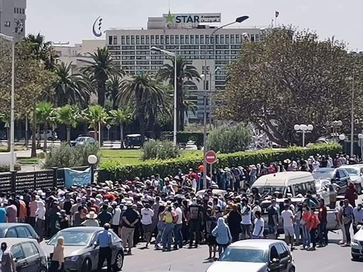 تدافع على اللقاح في تونس