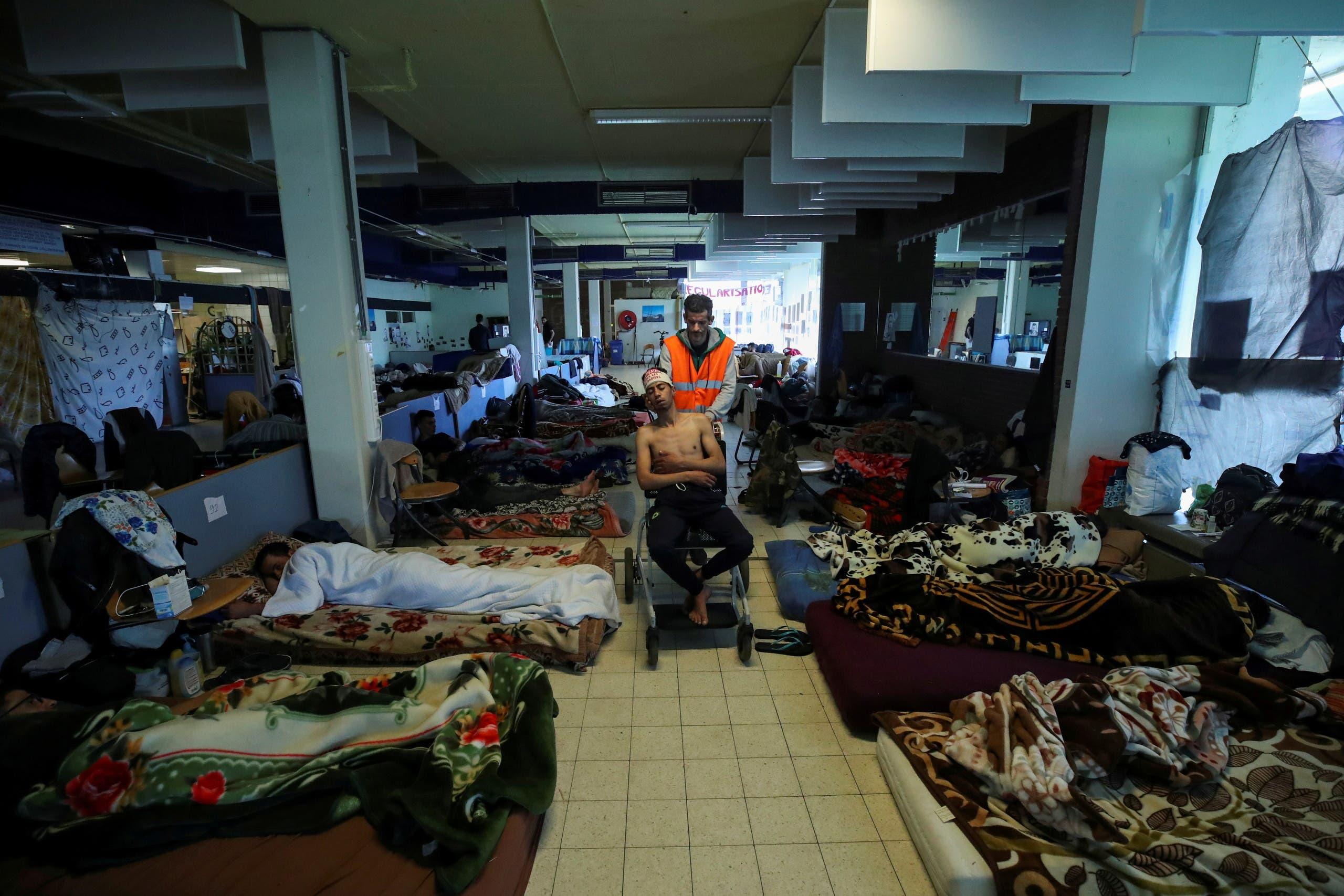 عدد من المهاجرين غير الشرعيين المضربين عن الطعام