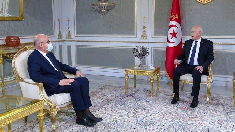 الرئيس التونسي خلال استقباله وزير الصحة المقال