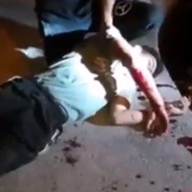 رصاص حي ودماء.. فيديو لقتيل في إيران يشعل التواصل
