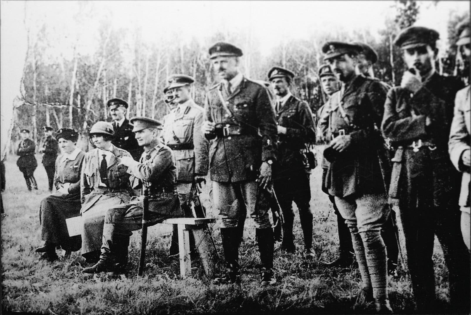 كولتشاك مع عدد من مساعديه عام 1919