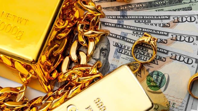 الذهب يفقد بريقه مع ارتفاع الدولار بعد تصريحات المركزي الأميركي