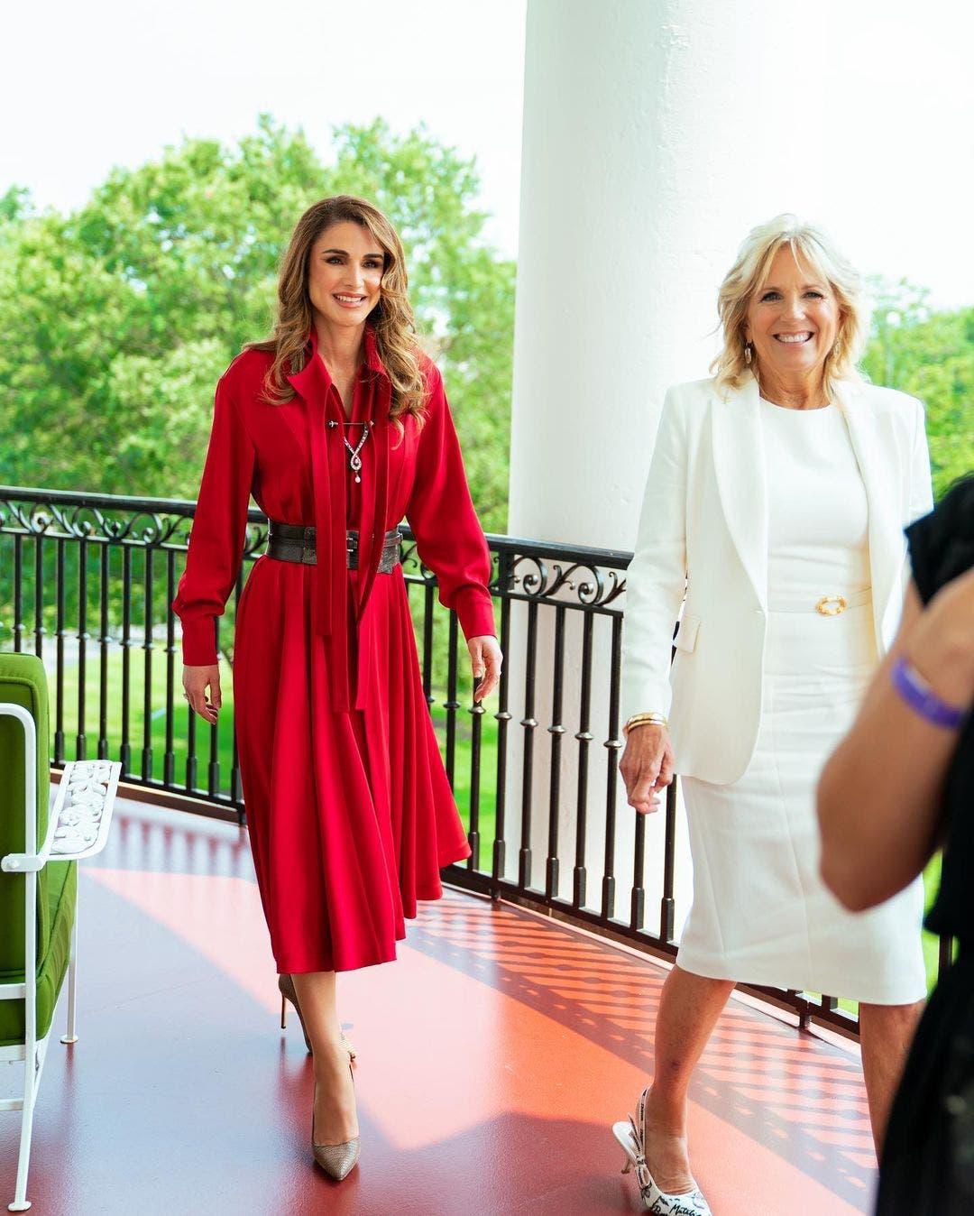 السيدة الأميركية الأولى جيل بايدن في استقبال الملكة رانيا
