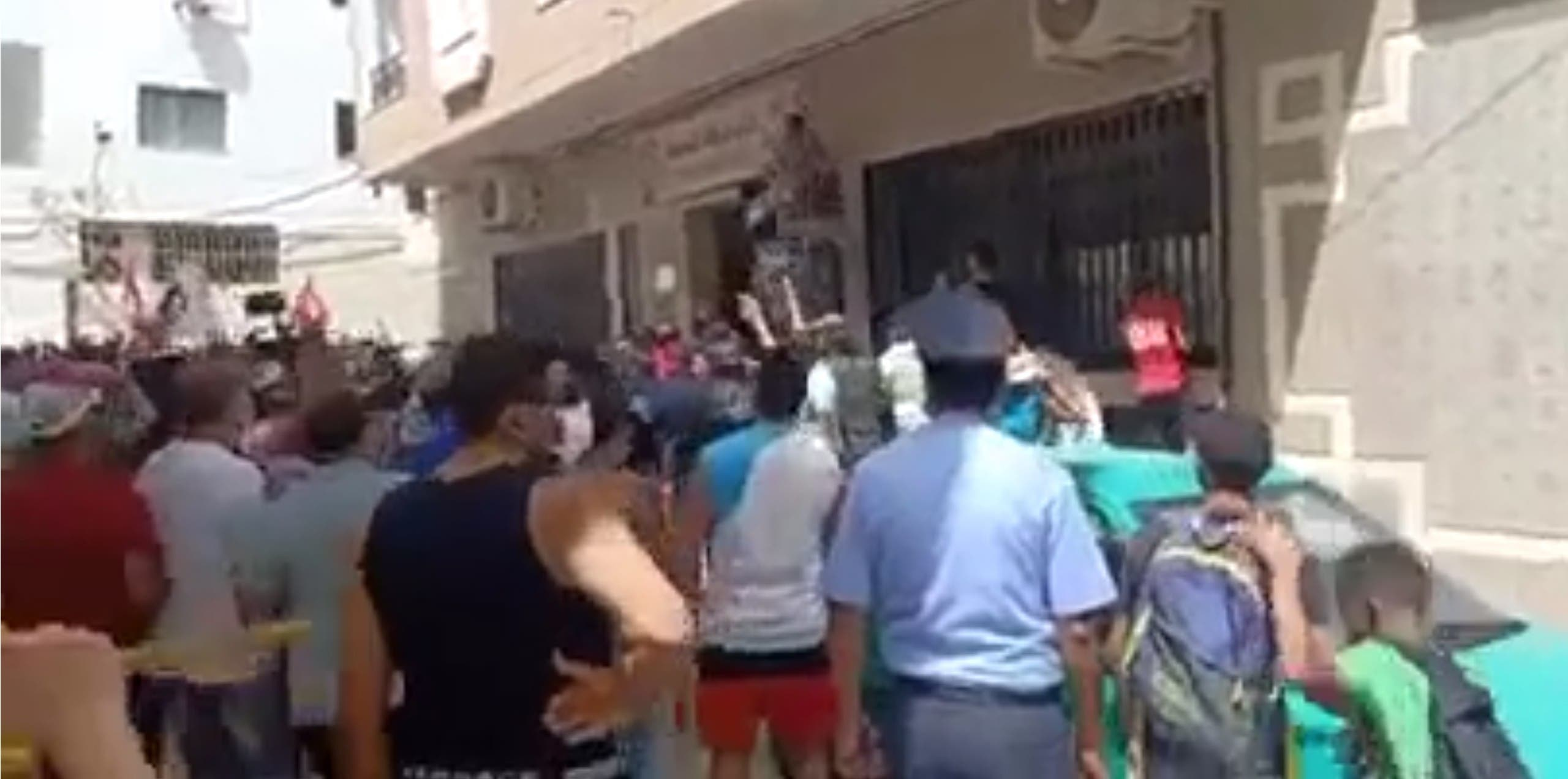 محاصرة مقر النهضة في سوسة