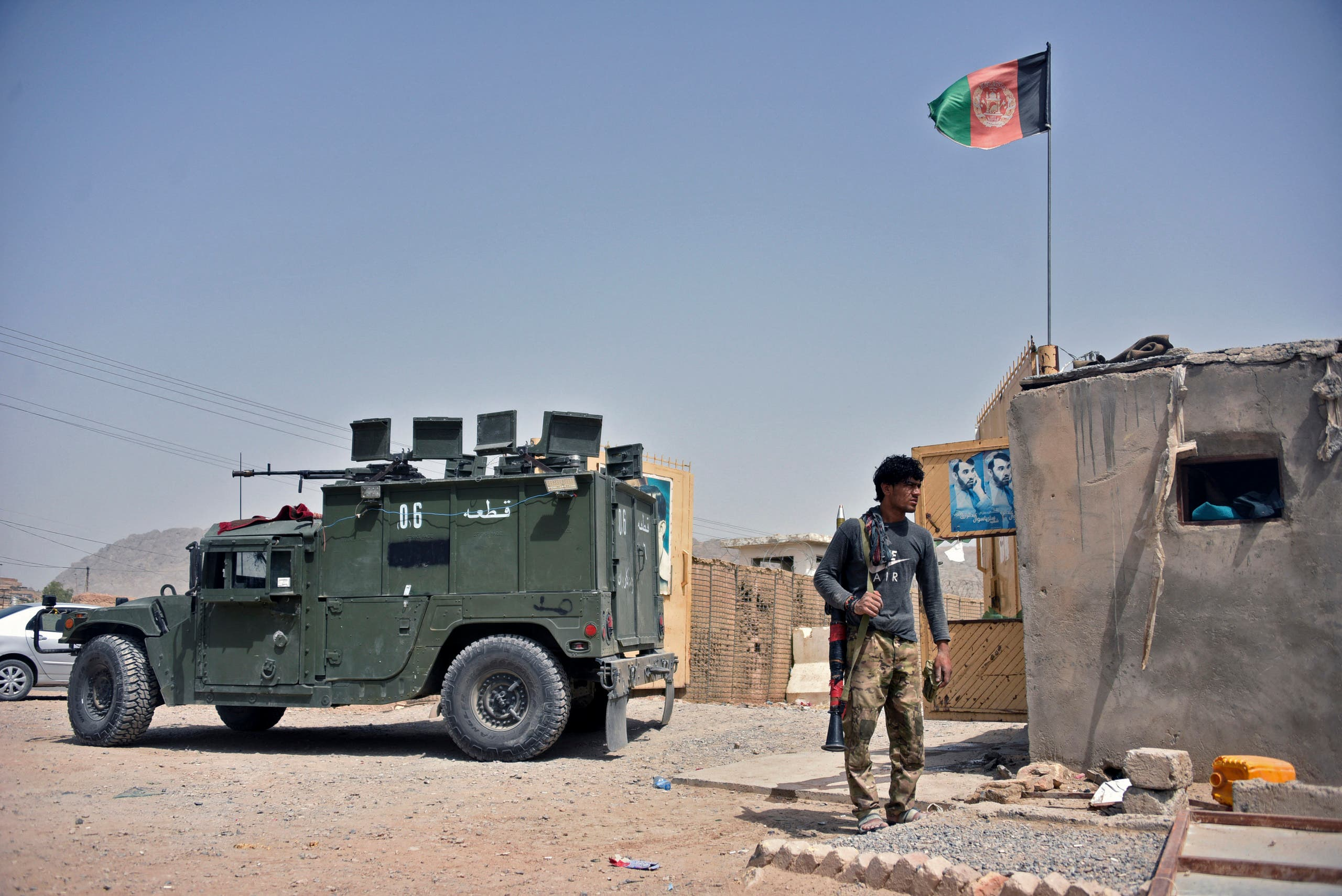 Afghan forces at the site of a car bomb explosion in Kandahar (archive)