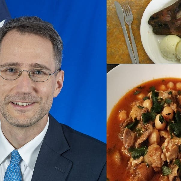 شاهد مسؤولا أميركيا يصل الجزائر ويطلب أكل رأس خروف مشوي