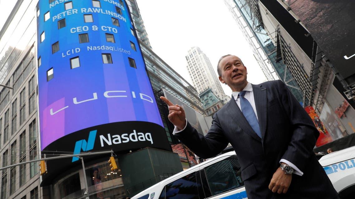 الرئيس التنفيذي لشركة Lucid Motors ، بيتر رولينسون ، يقف في موقع Nasdaq MarketSite