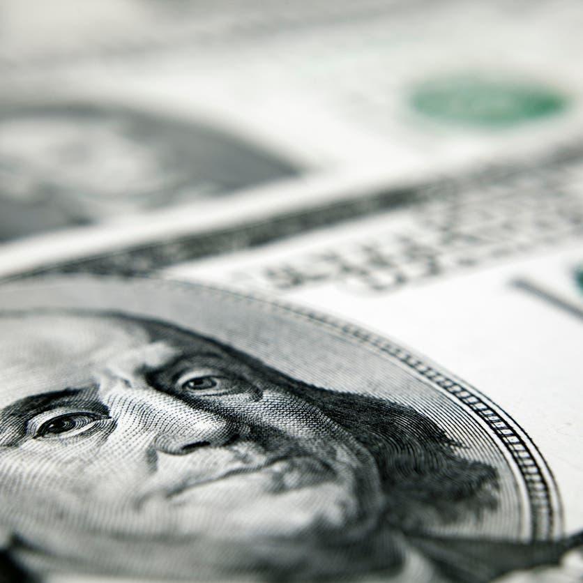 الدولار متمسك بمكاسبه قبل نشر محضر اجتماع المركزي الأميركي