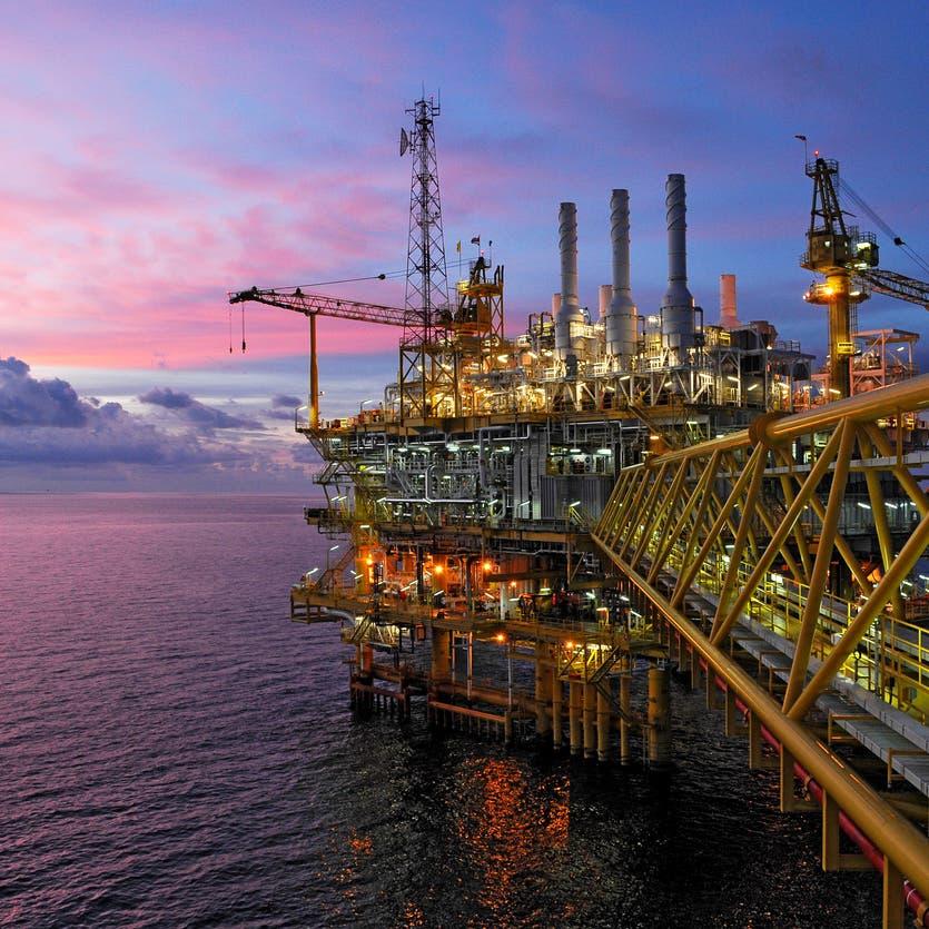 موجة كورونا الجديدة تهدد بإبطاء تعافي الطلب على النفط