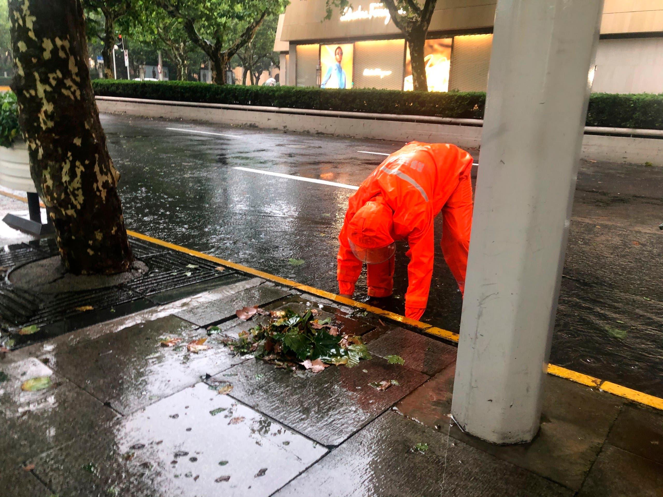 """Typhoon """"N Fa"""" hits China again, upsetting life in Shanghai"""