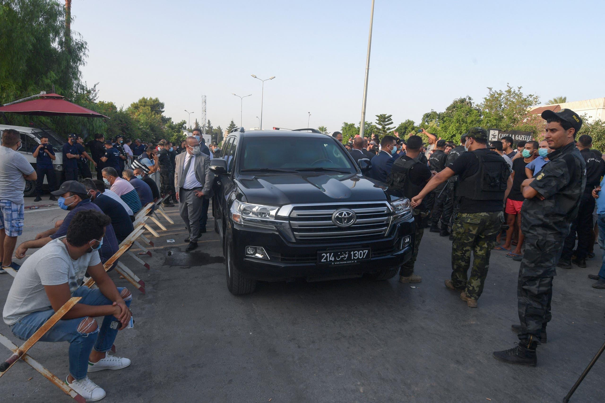 الأمن يمنع سيارة الغنوشي من دخول محيط البرلمان اليوم