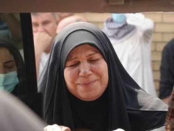 هددوها وقتلوا ابنها.. تفاصيل ما حدث لناشطة عراقية
