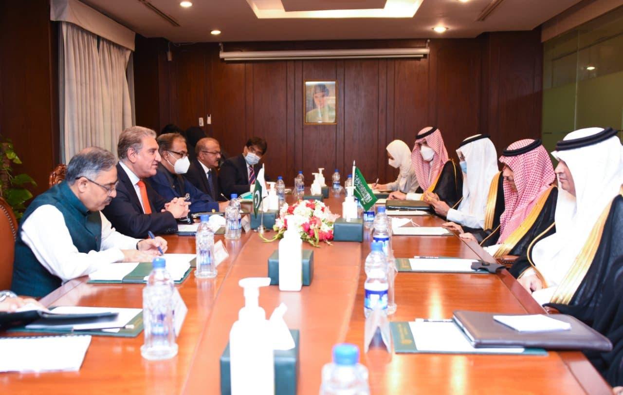 سعودی وزیر خارجہ کے ساتھ دفتر خارجہ میں مذاکرات