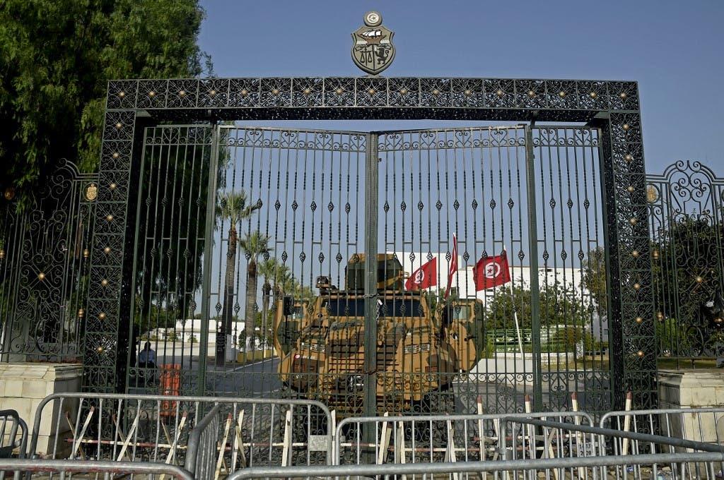 من أمام برلمان تونس