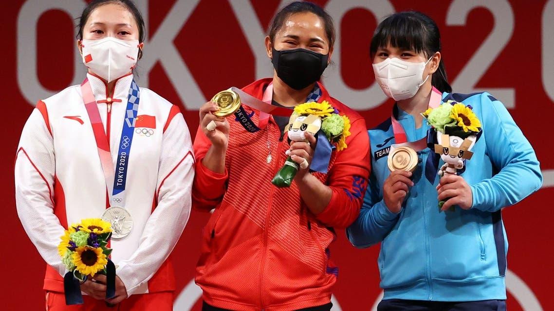 Tokyo 2020 Olympics - Weightlifting - Women's 55kg - Medal Ceremony - Tokyo International Forum, Tokyo, Japan - July 26, 2021. Gold medalist Hidilyn Diaz of the Philippines, silver medalist Liao Qiuyun of China and bronze medalist Zulfiya Chinshanlo of Kazakhstan pose. REUTERS/Edgard Garrido