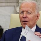 """عراقی وزیر اعظم کے ساتھ ملاقات میں امریکی صدر کے ہاتھ میں موجود """"پراسرار پرچہ""""؟"""
