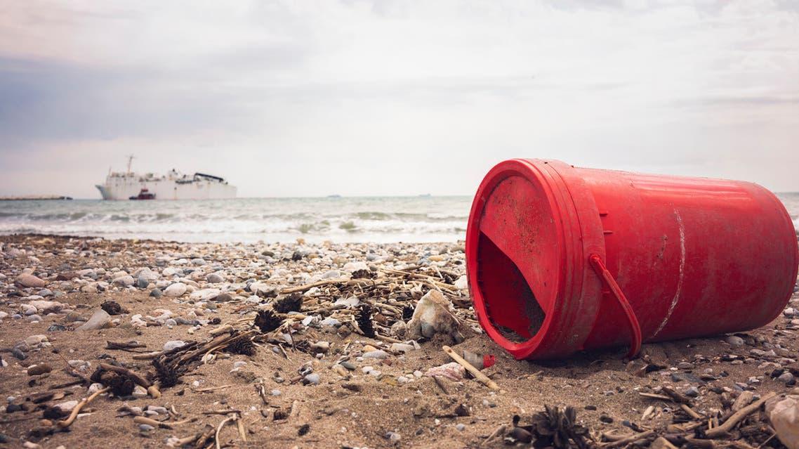 نفايات بلاستيكية في أحد الشواطئ التركية