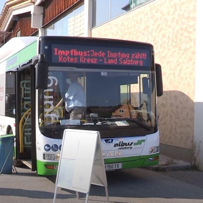 شاهد.. حافلة تطارد الشباب بشوارع النمسا لتلقي لقاح كورونا