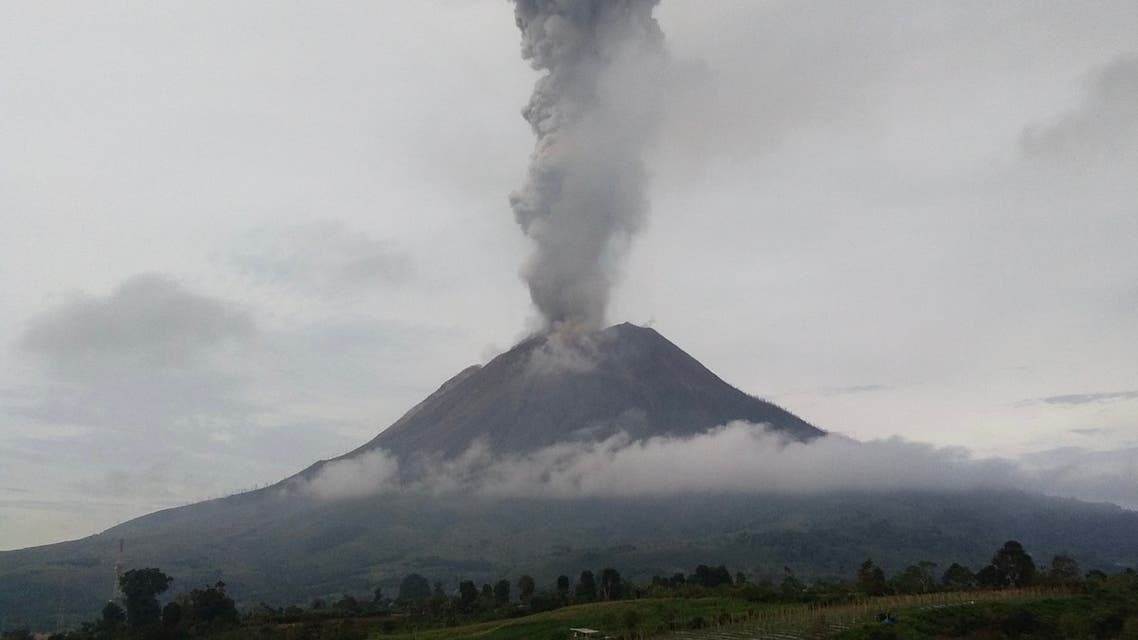 Mount Sinabung spews hot ash and smoke into the sky, seen from Karo, in North Sumatra on May 7, 2021. (File photo: AFP)