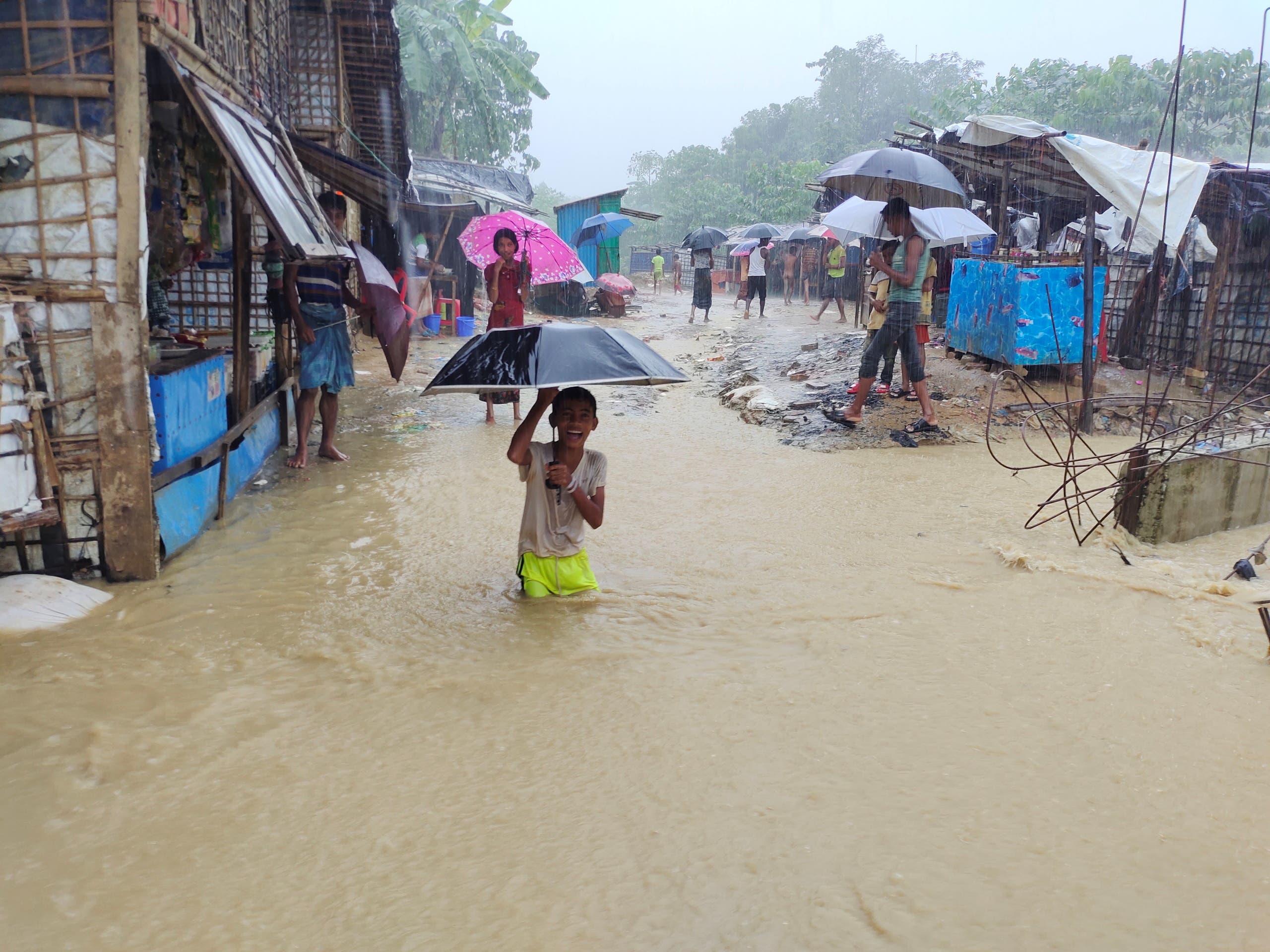 الفيضانات تغرق مخيم للاجئين الروهينغا في بنغلادش
