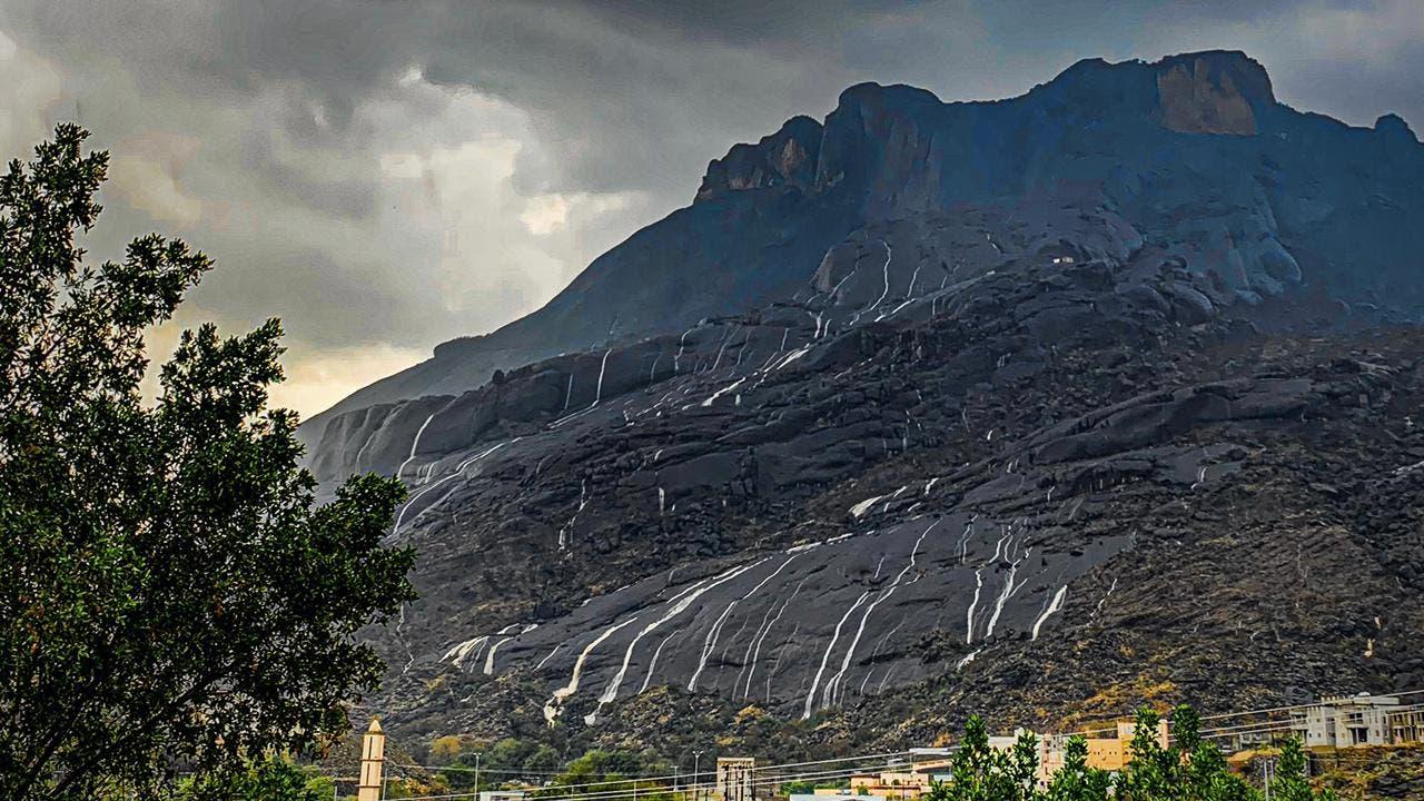 قرية غية  التي تنام على الصخور البركانية