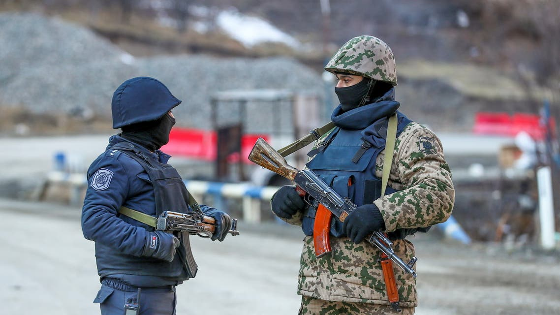An Azeri soldier and police officer talk as they stand guard at the Kalbajar district, Azerbaijan, December 21, 2020. (File photo: Reuters)