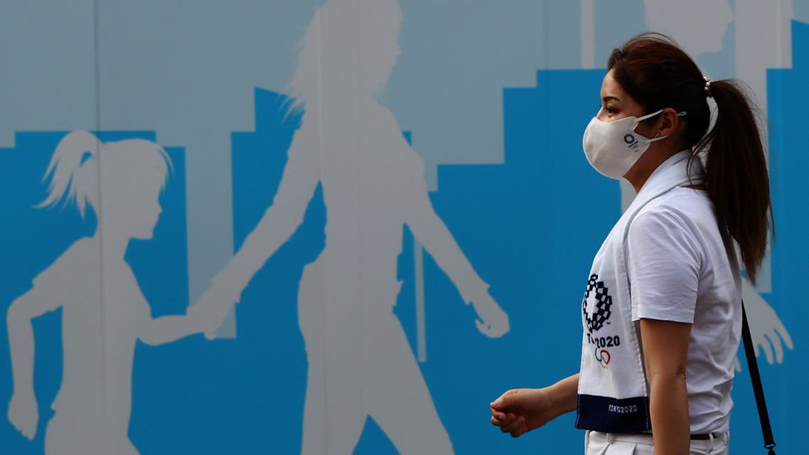 woman wearing a protective mask, amid the coronavirus disease (COVID-19) outbreak, walks past a fence outside the National Stadium, the main venue of the Tokyo 2020 Olympic Games in Tokyo, Japan, July 28, 2021. (File photo: Reuters)