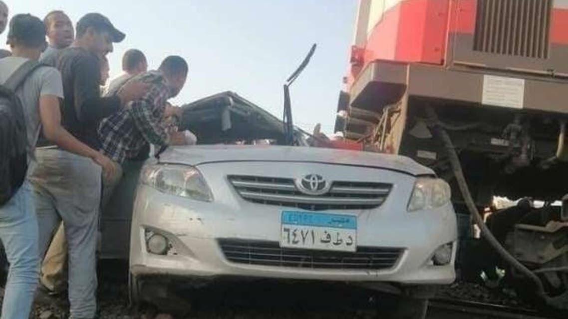 قطار يدهس سيارة في مصر