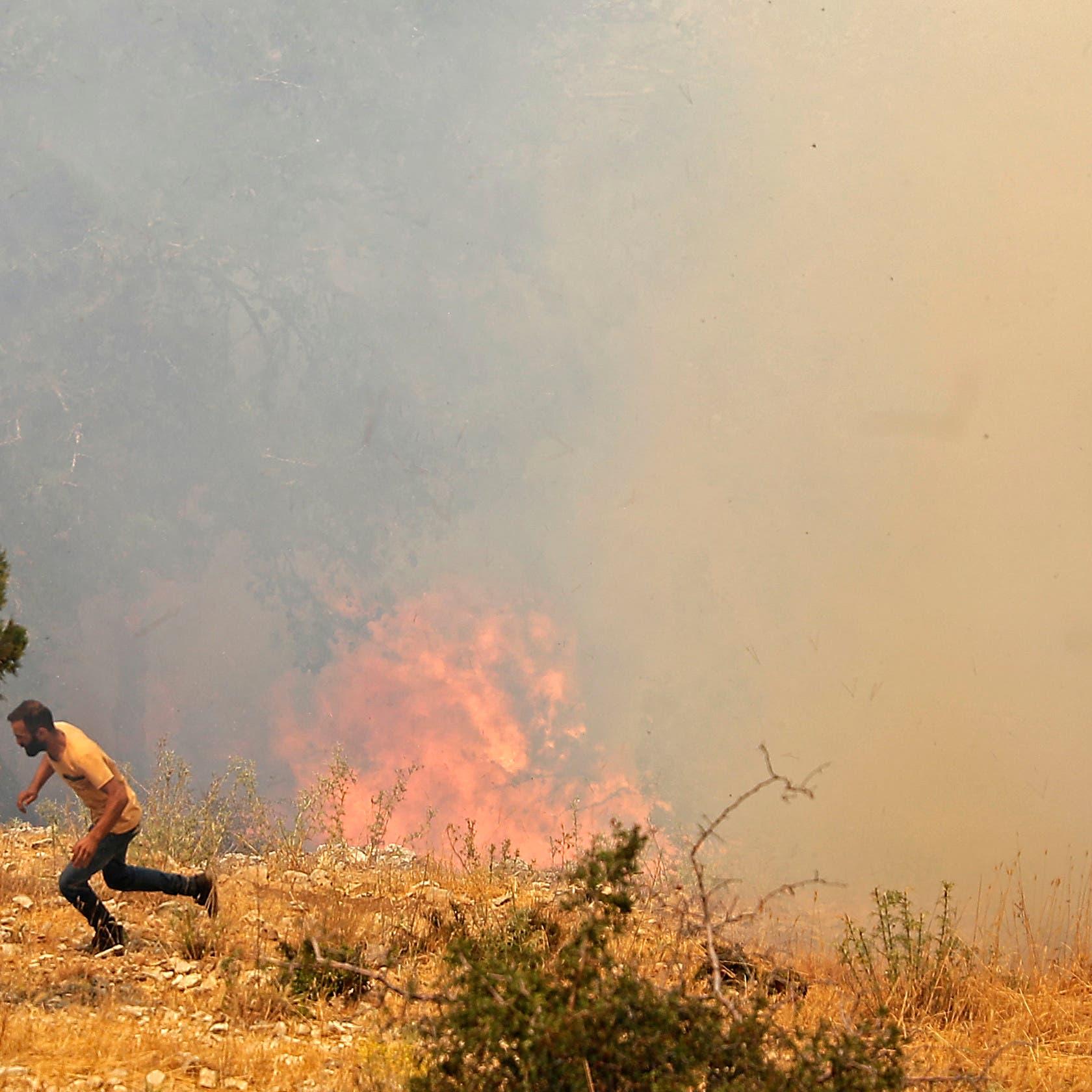 لبنان يكافح لاحتواء حرائق ضخمة مستمرة لليوم الثالث