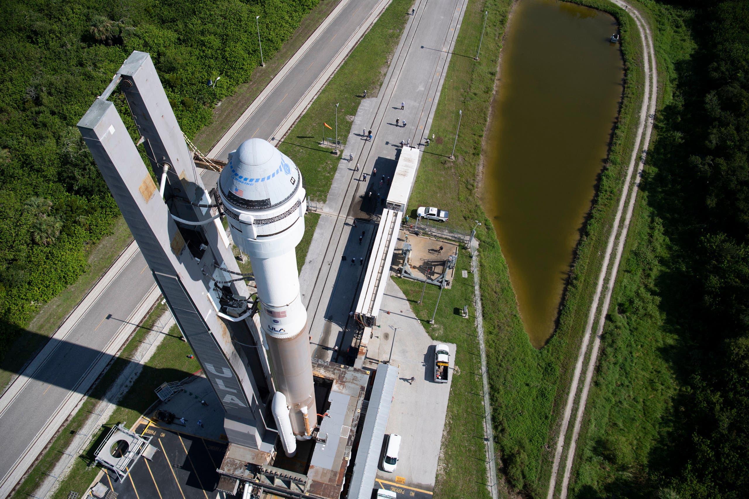 """صاروخ """"أطلس 5"""" يحمل كبسولة """"ستارلاينر"""" معداً للإطلاق في مركز كينيدي للفضاء"""