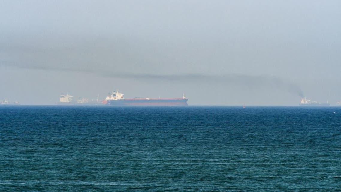 سفينة في بحر العرب قبالة عمان حريق