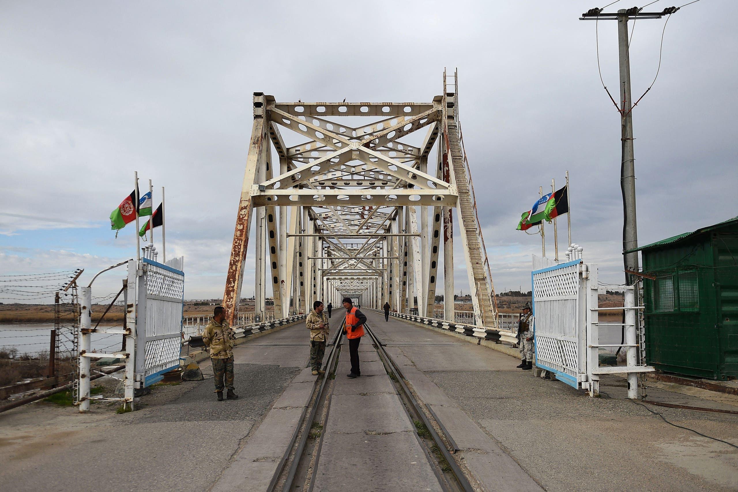 من الحدود الأفغانية مع أوزبكستان