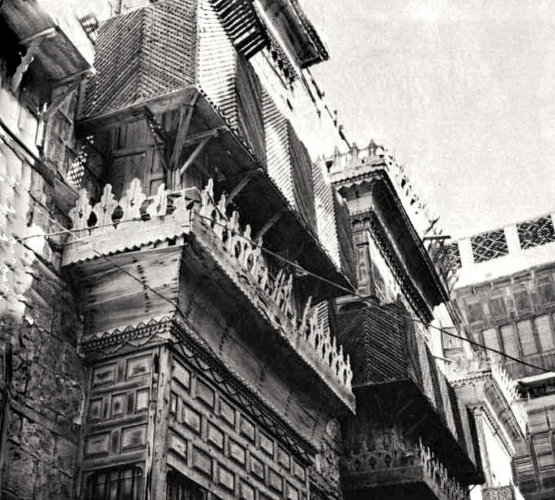 كانت رواشن الخشب الأسلوب الغالب في تزيين نوافذ المباني القديمة في مدن المنطقة الغربية