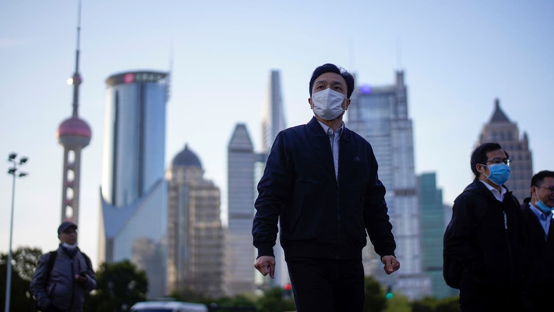 People wear protective face masks, following an outbreak of the novel coronavirus disease (COVID-19), at Lujiazui financial district in Shanghai, China March 19, 2020. (File photo: Reuters)