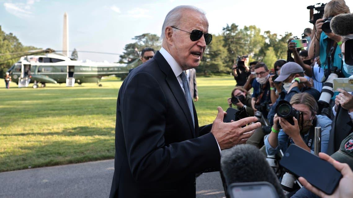 الرئيس جو بايدن يتحدث للصحافيين