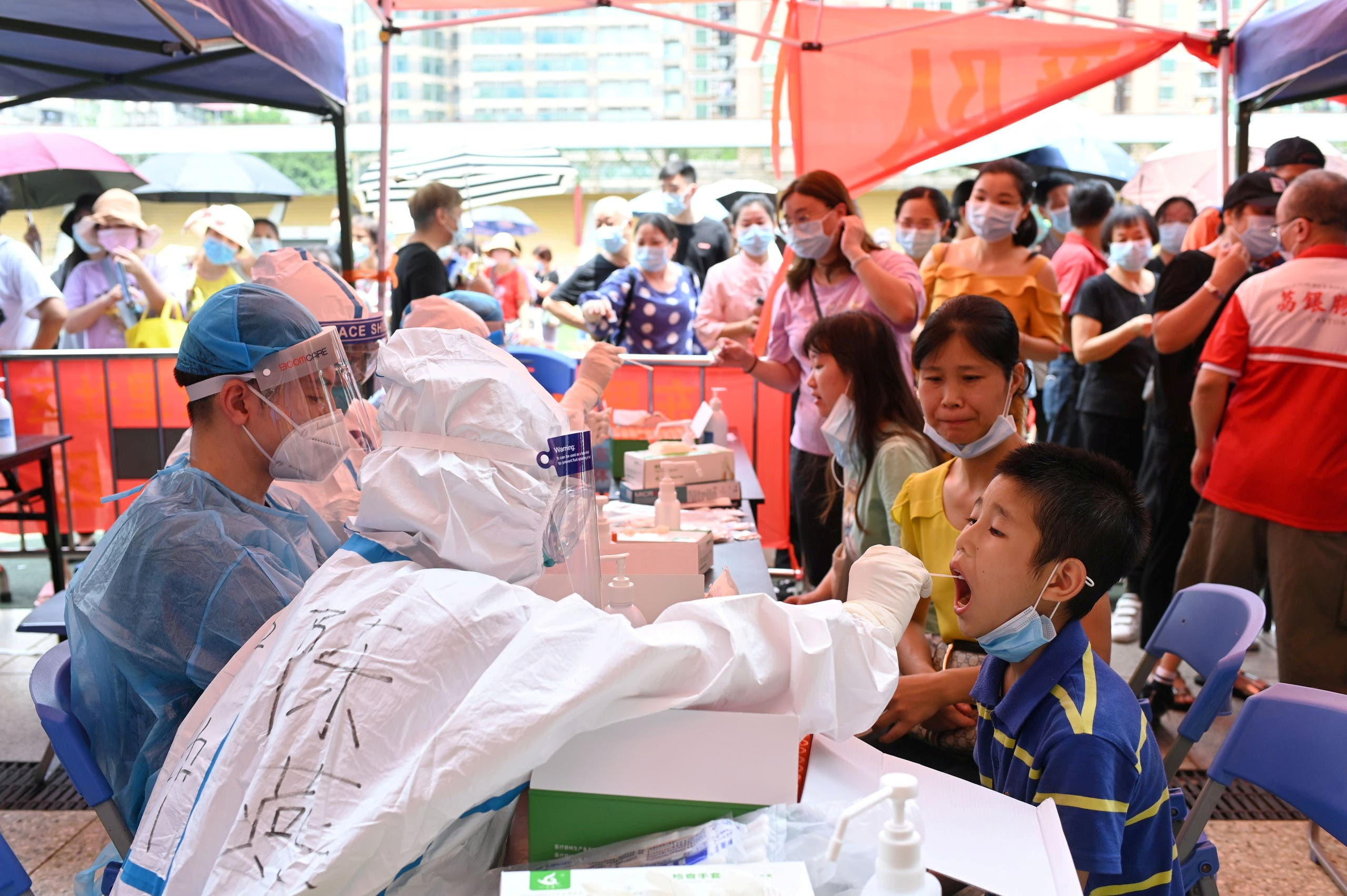 A medical worker collects a swab from a resident during a mass testing for the coronavirus disease (COVID-19) at a makeshift testing site at a stadium in Guangzhou, Guangdong province, China May 30, 2021. (File Photo: Reuters)