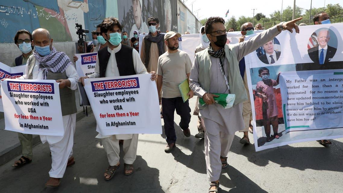 متعاونون يتظاهرون في كابل (رويترز)