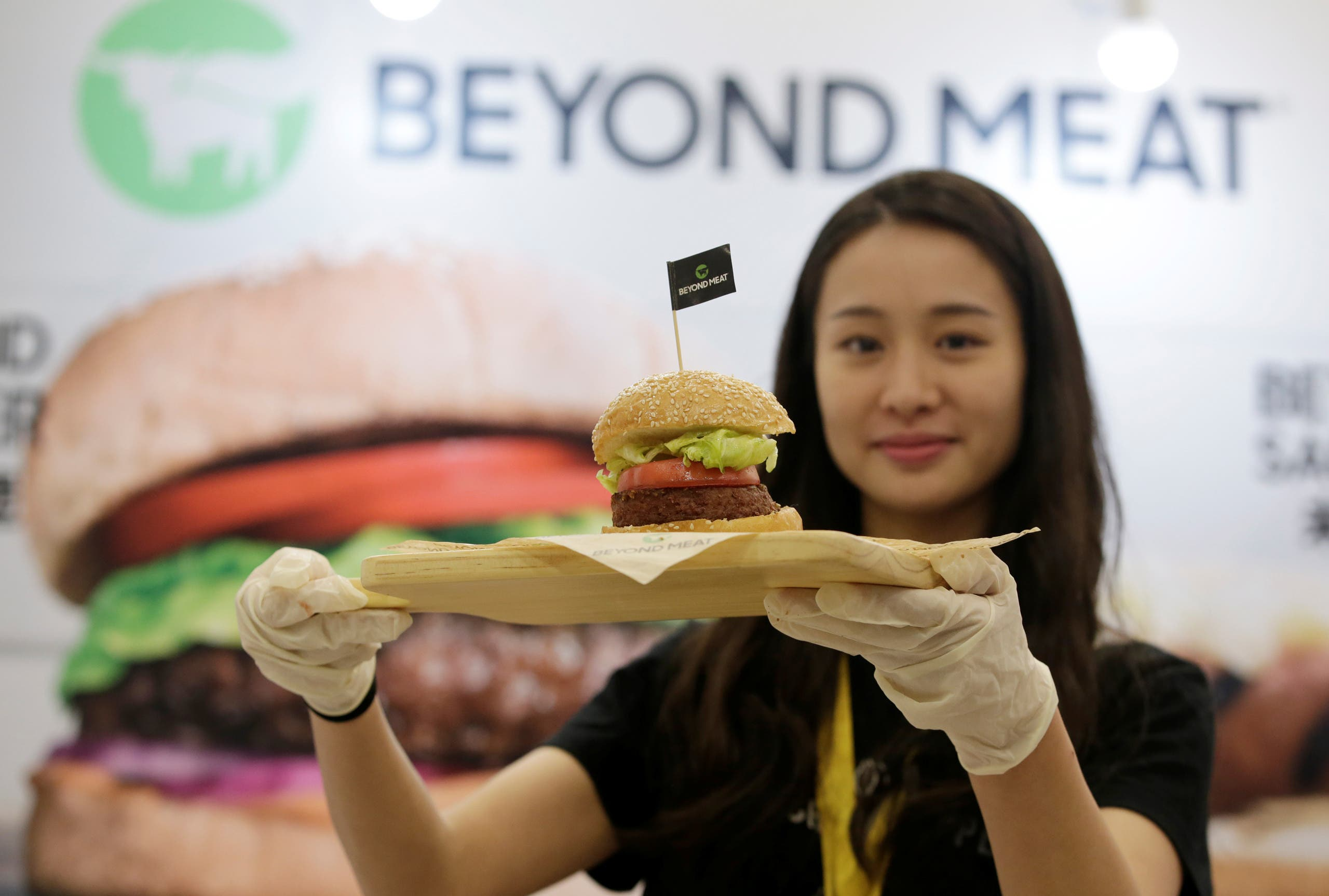 A staff member displays a burger with a Beyond Meat plant-based patty at VeggieWorld fair in Beijing, China November 8, 2019. Picture taken November 8, 2019. (File photo: Reuters)