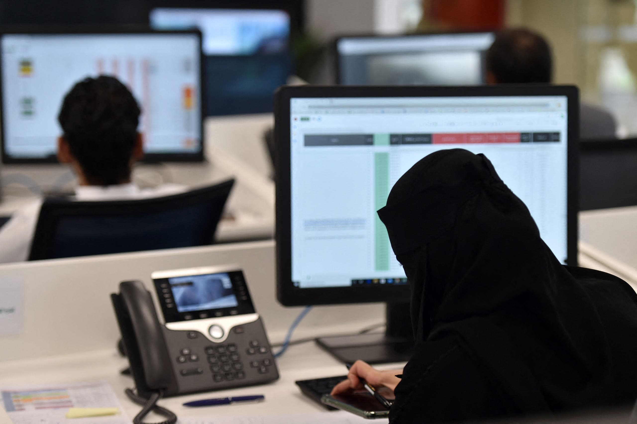 Employees work at the Saudi National Health Emergency Operations Center (NHEOC) in the capital Ryadh on May 3, 2020, during the novel coronavirus pandemic crisis. (AFP)