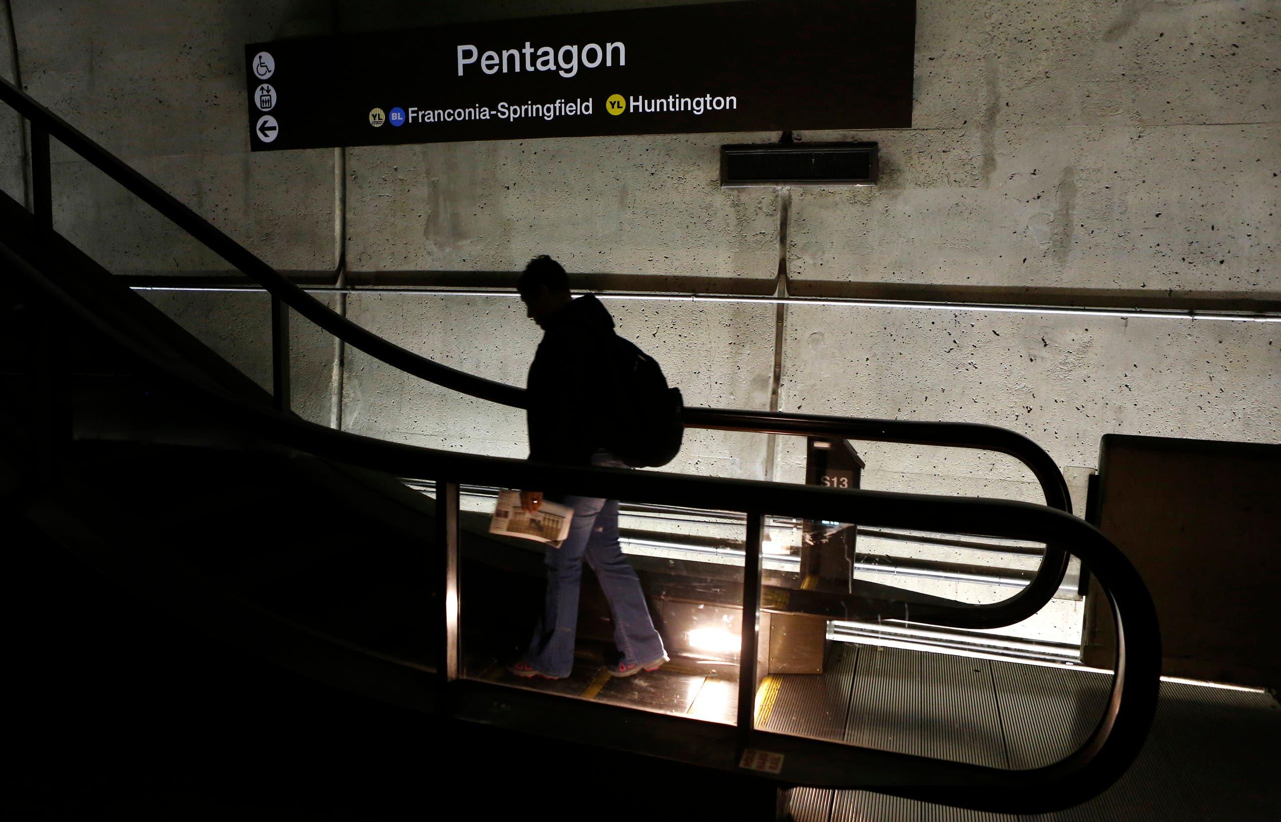 جندي في محطة المترو التابعة للبنتاغون (أرشيفية)