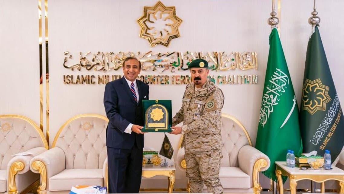 مدير مركز الأمم المتحدة لمكافحة الإرهاب خلال زيارته مقر التحالف في الرياض