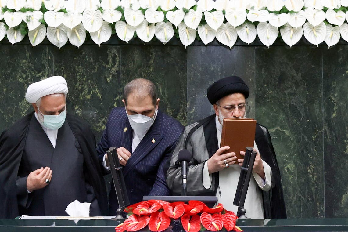 Iran's new President Ebrahim Raisi kisses the Quran during his swearing-in ceremony at the parliament in Tehran, Iran, August 5, 2021. (File photo: Reuters)