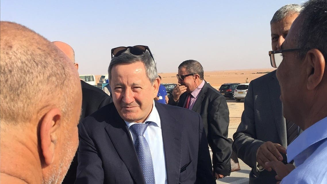 Sonatrach's CEO Abdelmoumen Ould Kaddour (C) talks to employees during his visit at a gas site in Hassi R'mel, Algeria July 27, 2017. (Reuters/Lamine Chikhi)